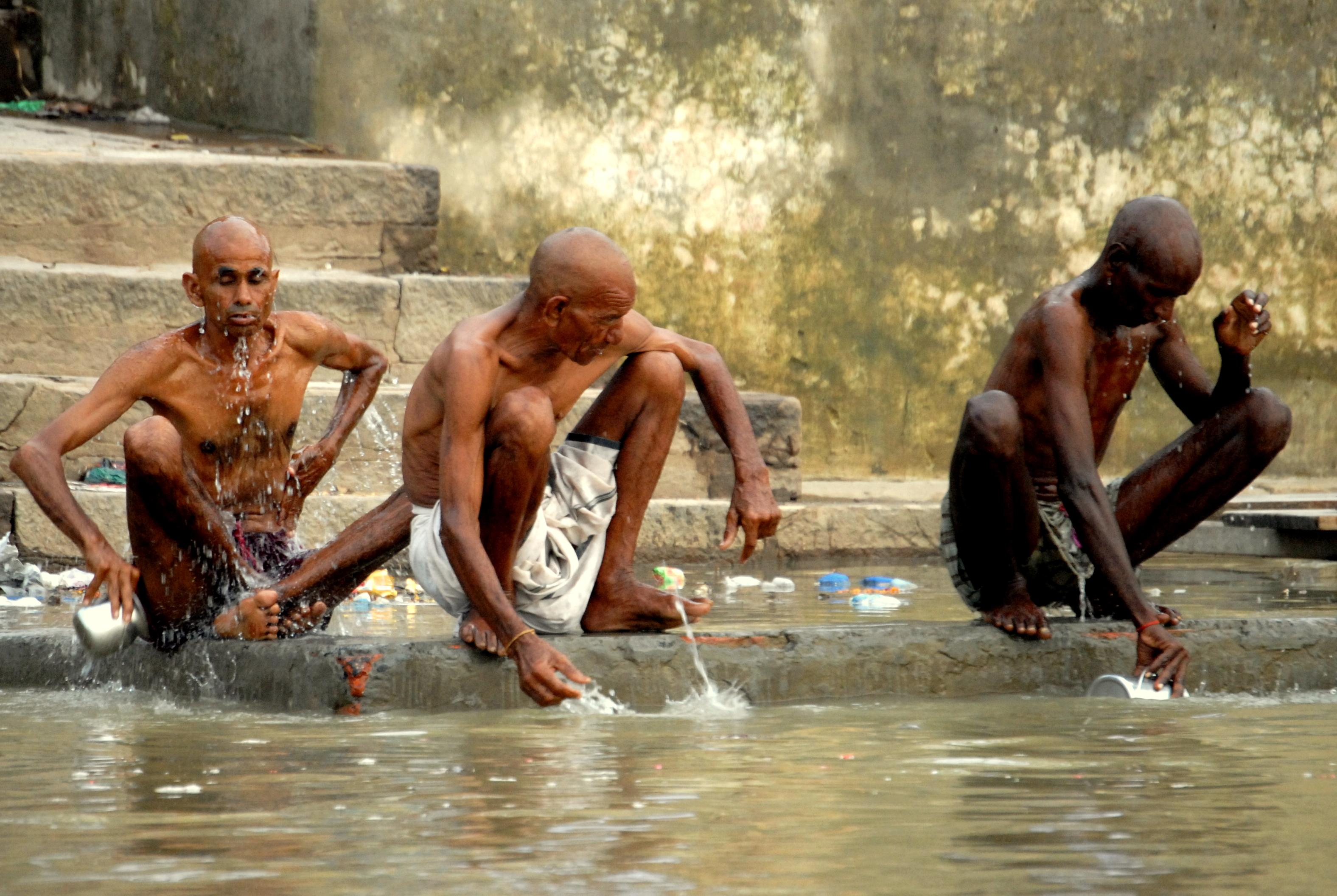 święte miasto Varanasi nad Gangesem w Indiach